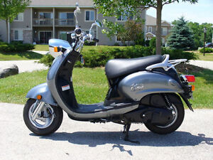 Scoot into summer - Yamaha Vino 125cc - Euro / Vespa style body