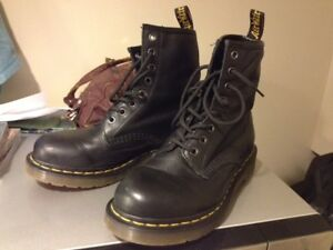 Docs! Very lightly used! Great for xmas gift!