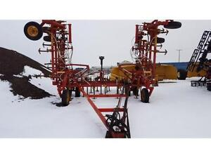 1980 Bourgault 536-40 Field Cultivator