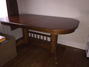 Solid Wood Dining Room Table with Leaf. Beaufitul