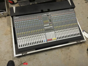 Allen&Heath GL2400 32 Ch Console with Roadcase