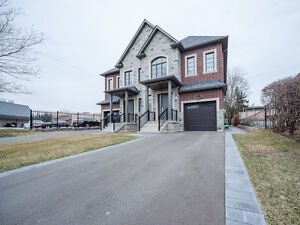 4 Bed~Luxury Home For Rent In Prime Oakville