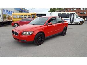 2005 VOLVO S40 T5 AWD---------CUIR*TOIT*MAGS