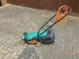 ELECTRIC LAWNMOWER [BLACK AND DECKER] WORKING