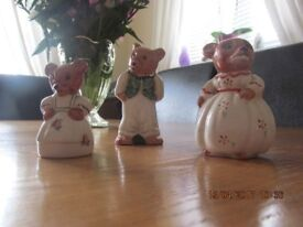 3 bears , porcelain by the WEETMAN pottery - collectable.