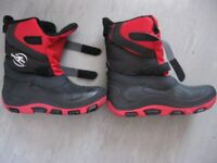 Boys winter boots in size 2½