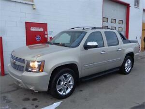 2009 Chev Avalanche LTZ ~ Nav ~ Sunroof ~ Leather ~ Backup Cam!