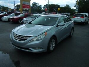 2011 HYUNDAI SONATA 2.0T - SUNROOF, HEATED FRONT SEATS, BLUETOTO