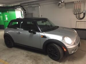 2009 Mini Cooper Classic- ORIGINAL OWNER, TWIN SUNROOF