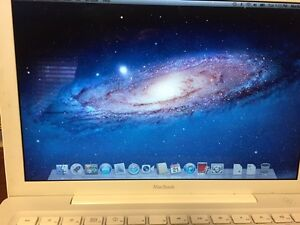 2008 apple mac book (white)