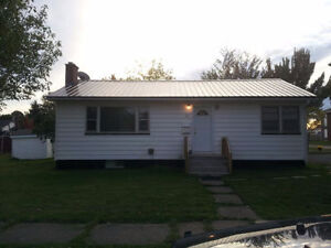 2 bedroom upper level of a house UTILITIES INCLUDED