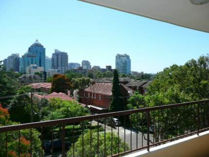 Chatswood- spacious room - no couple