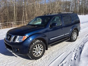 2010 Nissan Pathfinder LE SUV, Crossover