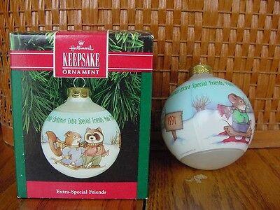 1991 HALLMARK GLASS CHRISTMAS ORNAMENT Extra Special Friends raccoon squirrel w