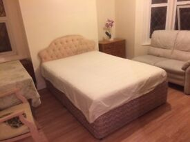 DOUBLE ROOM SWINDON TOWN