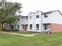 Guelph, Imperial/Paisley, Town House $239,000