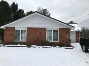 Midland, Upper level 3 bedroom, with laundry and utilities in