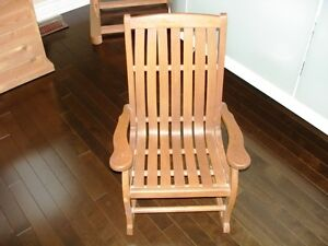 Very beautiful ANTIQUE Bentwood CHILD'S ROCKING CHAIR solid wood Cambridge Kitchener Area image 1