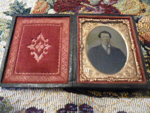 Lovely Small Antique Tin Type Photo In Elabotate Case