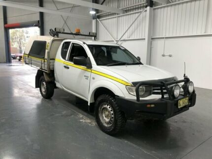 2010 Mitsubishi Triton MN MY11 GLX (4x4) White 5 Speed Manual Club Cab Chassis Beresfield Newcastle Area Preview