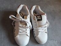 **NEW** DG TRAINERS SIZE 6 UK
