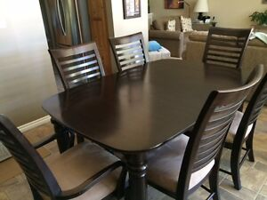 Kincaid Dining Table with matching Hutch