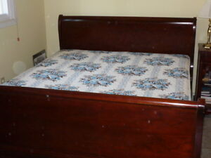 Antique Mahogany Wood (Cherry finish) Queen Size Bed