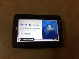 TOMTOM Via 1415M *barely used it twice - works like new* West Island Greater Montréal image 2