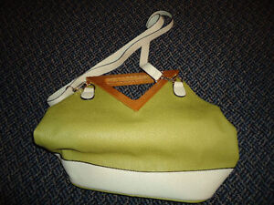 Ladies White And Green Two-In-One Purse Kingston Kingston Area image 3