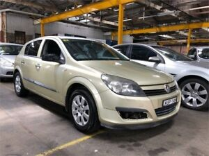 2005 Holden Astra AH MY05 CD Gold Manual Hatchback Hamilton North Newcastle Area Preview