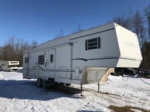 32 FOOT 5th WHEEL ONE PULLOUT