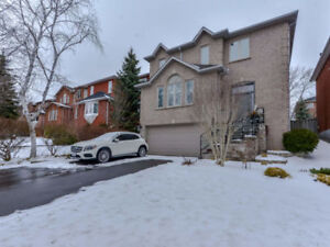 Recently Renovated 4+1 Family Home In Lorne Park/Clarkson!