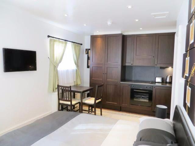 Elegantly finished double studio on Fulham Palace Road