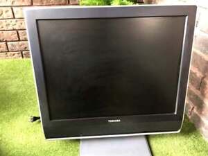 "13"" TOSHIBA FLAT SCREEN LCD WITH STAND AND WALL MOUNT"