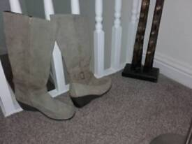 Suede leather beige boots