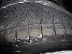 4 pneus d'hiver 215/70/16 Bridgestone Blizzak