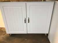 £20 - 1000mm wide kitchen base units with white cottage style doors