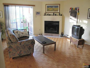 LOVELY 3 LEVEL TOWNHOUSE  ON CORNER LOT WITH GARAGE West Island Greater Montréal image 2