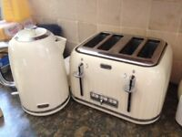 Breville cream toaster and matching kettle