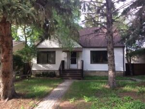 3bedrooms house 5mins walk to U of A and  LRT