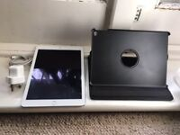 iPad Pro 9.7 inch UNLOCKED SILVER 32GB WIFI-CELLULAR MINT CONDITION WITH CHARGER AND CASE
