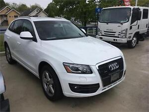 2012 Audi Q5 2.0L  turbo Premium Plus white 2 sets of whees