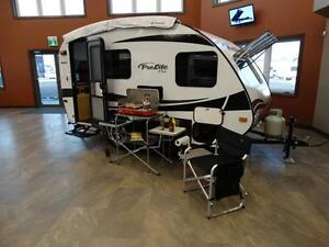 1490 lb Lightweight Travel Trailer with dining room slideout!