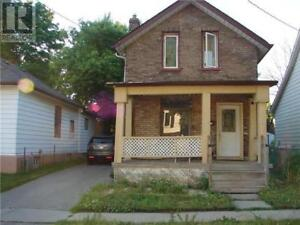 Gorgeous 3+1 bedroom 2 Washroom house for Rent in Central Oshawa