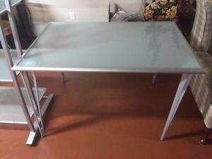 Table de bureau aluminium et surface en v erre (31'' x 46'')