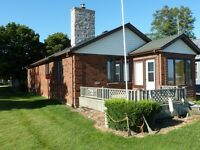 WATERFRONT RANCH ON LAKE ST. CLAIR - STONEY POINT