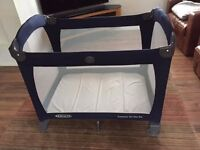Graco travel cot with bassinet in excellent condition
