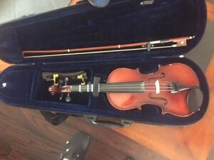 1/4 Size Violin with Bow, Shoulder Rest and Case