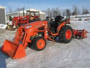 Kubota B3200 Tractor, Loader