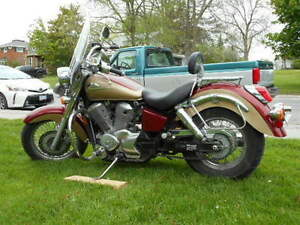 ONLY 16,000 km.  1999 Honda Shadow ACE 750